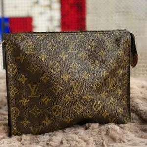 Louis Vuitton Toiletry26 cosmetic pouch clutch bag